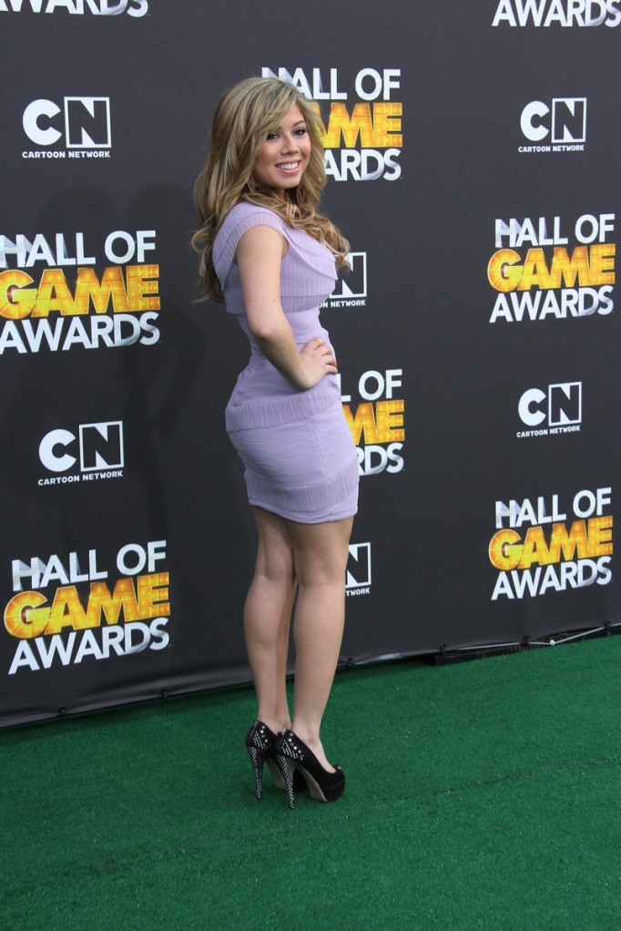 "Jennette McCurdy Mas Sexy Que Nunca En los ""Hall Of Game Awards"""