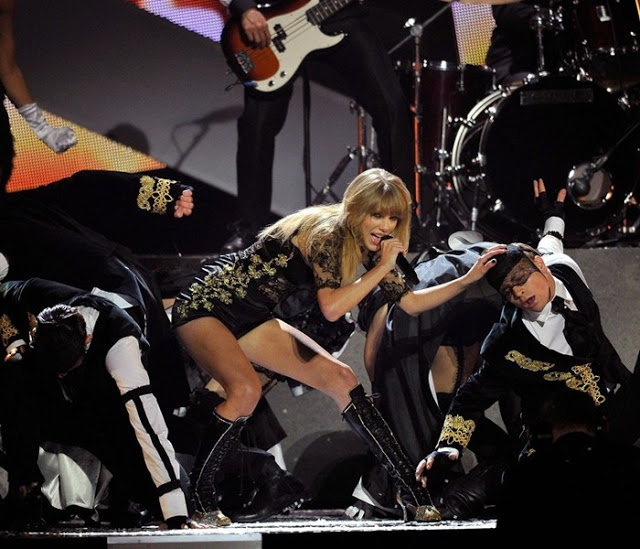 taylor-swift-brit-awards-performance-02