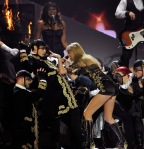 taylor-swift-brit-awards-performance-14