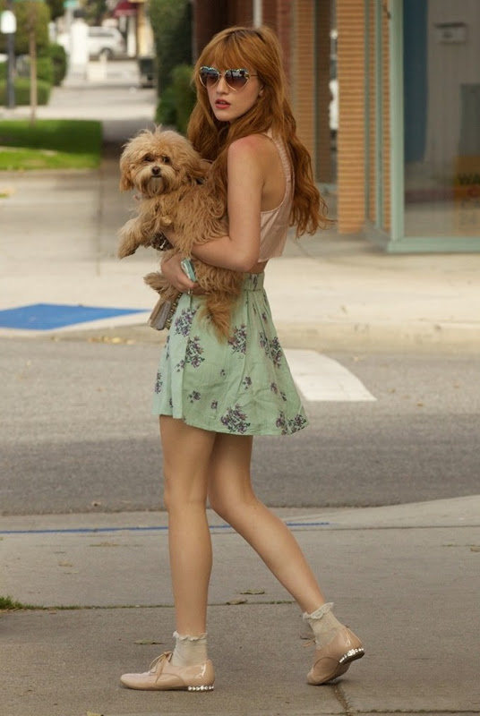 bella-thorne-puppy-play-time-02