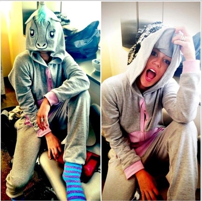 Miley+Cyrus+Miley+Cyrus+Twitter+Pics+bx2i63-VIplx