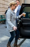 demi-lovato-philly-hotel-exit-02