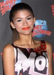 zendaya-planet-hollywood-appearance-02