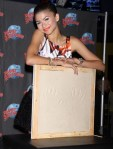zendaya-planet-hollywood-appearance-03