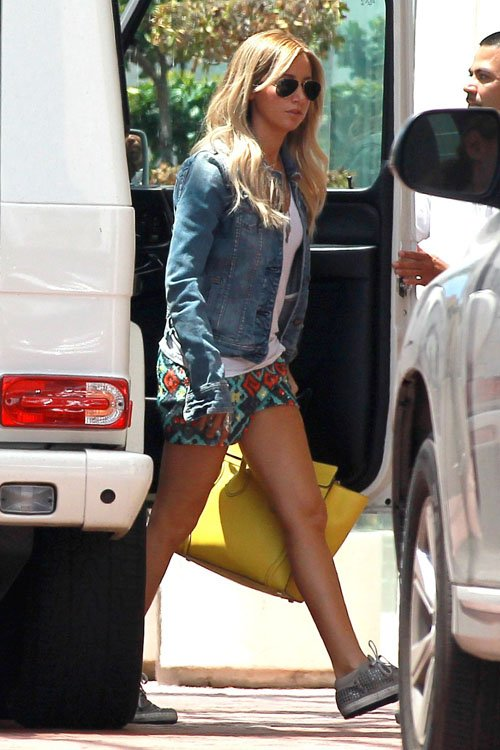 Ashley-Tisdale-073113-3